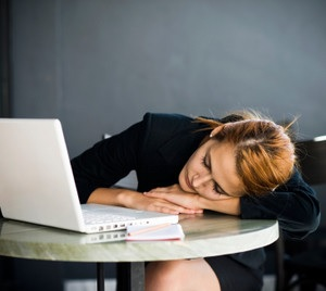 ちょっとの寝不足は、徹夜と同じくらい脳の働きを衰えさえる | 賢脳トピックス