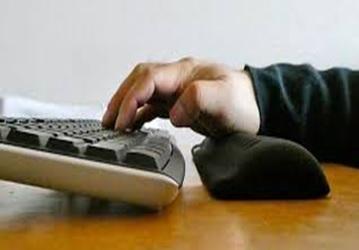 パソコンやスマホで目が疲れたり肩がこったりする対策 | 健康トピックス